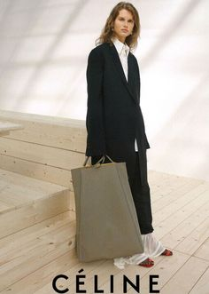 celine Kampagne celine campaign Minimal and androgynous. Mode Style, Style Me, Simple Style, Celine Campaign, Mode Lookbook, Fashion Gone Rouge, Campaign Fashion, Look Fashion, Fashion Design