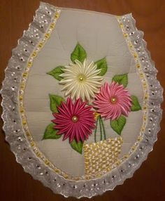 Foto Silk Ribbon Embroidery, Hand Embroidery Designs, Embroidery Patterns, Bed Sheet Painting Design, Crafts To Make, Arts And Crafts, Toilet Decoration, Kanzashi Tutorial, Brazilian Embroidery