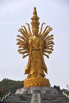 Thousand hand Guanyin statue