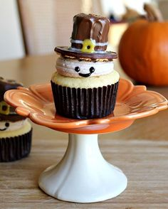 Pilgrim cupcakes. (These are adorable.)