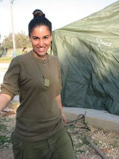 Israel has some of the Most Beautiful Women Soldiers in the World Idf Women, Military Women, Young And Beautiful, Most Beautiful Women, Israeli Female Soldiers, Air Force Women, Israeli Girls, Outdoor Girls, Modelos Fashion