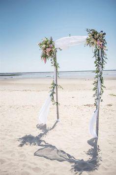 beach ceremony arch | Image by Sandra Hygonnenc  #wedding #bride #groom #pinkwedding #beach #beachwedding #france #frenchwedding
