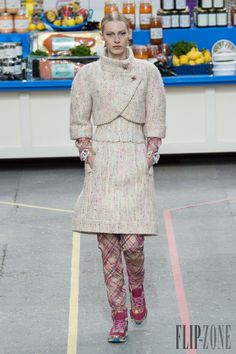 شانيل [Chanel] - ملابس جاهزة - خريف-شتاء 2014-2015 - http://www.lebanese-fashion.com/fashion/ready-to-wear/fashion-houses-42/chanel-4632 - ©PixelFormula