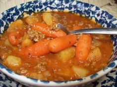 Crock Pot Ground Beef Stew(can be made on the stovetop). I think i will use tomato sauce in place of the soup and paste. I am going to try adding a few more things as well. Sopa Crock Pot, Crock Pot Slow Cooker, Crock Pot Cooking, Slow Cooker Recipes, Crockpot Recipes, Soup Recipes, Cooking Recipes, Recipies, Fast Recipes