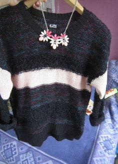 Włochaty beżowo czarny sweterek M 38