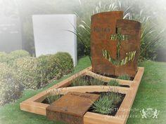 Grafsteen van cortenstaal en hout - 21031 - Grafsteen met een letterplaat van cortenstaal en een grafomranding van hout. Naar verloop van tijd zal het cortenstaal een egale roestlaag krijgen waarmee hij zichzelf beschermt tegen verdere weersinvloeden. Het anker staat symbool voor hoop en standvastigheid. Grafmonumenten Kunstenaars,Modern Enkel Cortenstaal,Hout