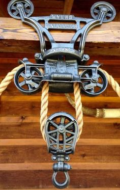 pulley for rope Vintage Farm, Vintage Wood, Vintage Industrial, Vintage Keys, Industrial Farmhouse, Farmhouse Style, Pulley Light, Rustic Chandelier, Rustic Lighting