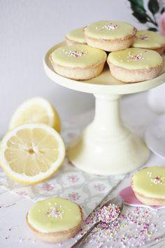 KakkuKatri: Sitruuna-Bebet Cake Recipes, Dessert Recipes, Desserts, Just Eat It, Sweet Cakes, Something Sweet, Party Cakes, Yummy Cakes, No Bake Cake