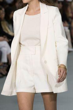 Barbara Casasola at London Fashion Week Spring 2017 - Details Runway Photos Milan Fashion Weeks, London Fashion, Barbara Casasola, Stockholm Street Style, Paris Street, Street Chic, Fashion Gone Rouge, White Outfits, Suits For Women