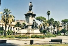 Piazza Cavour Roma panchina CLASSICA e cestone ISCHIA #Bellitalia street furniture - arredo urbano