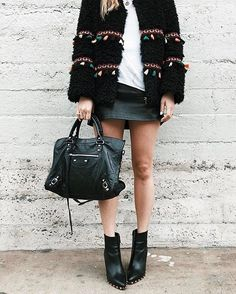 """18.3 mil Me gusta, 83 comentarios - LIKEtoKNOW.it (@liketoknow.it) en Instagram: """"Rethink you're shearling style with a touch of tassel a la @spreadfashion's embroidered…"""""""