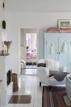 armchair, blue armoire VINTAGE: Martinas jul i Drömhem & Trädgård. Like this colour scheme.