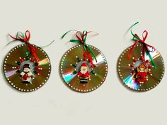 Cds viram  enfeites de natal nas mãos da artista plástica (Foto: Babi Castellani/Arquivo Pessoal)