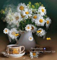 A bouquet of daisies and a cup of tea or coffee Flowers Nature, My Flower, Wild Flowers, Beautiful Flowers, Orquideas Cymbidium, Daisy Love, Daisy Daisy, Ikebana, Houseplants