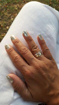 babyknopfauge: Chrome Nails Chrome Nails  Meine Krankheit ist die Neugier und weil ich ständig Neues ausprobiere, wollte ich unbedingt die angesagten Chromnails tragen! Über www.nurbesten.de durfte ich mir kostenlos, das benötigte Nail-Werkzeug dazu bestellen. Zwar ist der Shop nicht im Korrekten Deutsch beschrieben, doch auch ohne Worte, habe  ich dort alles gefunden was mein großes Knopfaugenherz begehrt....  Meine Bestellung:  https://babyknopfauge.blogspot.de/2016/09/chrome-nails.ht