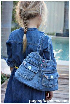 Stylish Denim Handbag made from an old pair of Jeans - Paging Fun Mums Artisanats Denim, Denim Purse, Diy Purse From Jeans, Denim Bags From Jeans, Jeans Sale, Blue Denim, Jean Crafts, Denim Crafts, Jean Diy