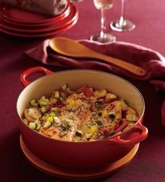 楽天が運営する楽天レシピ。ユーザーさんが投稿した「[ル・クルーゼ公式] サーモンと野菜の蒸し焼き」のレシピページです。豪快なサーモンと彩り野菜が華やかな席を盛り上げます。蒸して甘みが増した野菜と魚介は、さわやかな酸味のソースと好相性。。サーモンと野菜の蒸し焼き レモンマスタードソース。生鮭,ホタテ(貝柱/刺身用),にんじん(中),じゃがいも(中),紫玉ねぎ,ズッキーニ,黄パプリカ,ドライトマト,バター,白ワイン