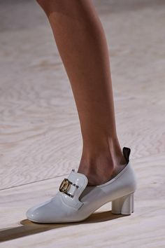 louis vuitton handbags See all the Details photos from Louis Vuitton Spring/Summer 2020 Ready-To-Wear now on British Vogue Zapatos Louis Vuitton, Louis Vuitton Shoes, Louis Vuitton Handbags, Louis Shoes, Lv Handbags, Vogue Paris, Sock Shoes, Shoe Boots, Sneakers Fashion