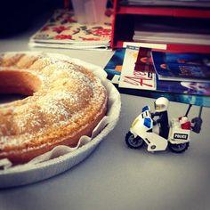 Scorta alla Torta!!! Difendiamo le prelibatezze di Katia dalle fauci di @cptzerog, @jorg10 e @tonylaces :) Bagel, Anna, Bread, Instagram Posts, Food, Meal, Essen, Hoods, Breads
