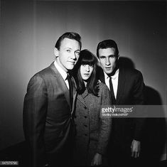 Bobby Hatfield and Bill Medley of The Righteous Brothers backstage with Ready Steady Go TV presenter Cathy McGowan London 1965 Stock Pictures, Old Pictures, Julia Banks, Bobby Hatfield, Cathy Mcgowan, Bill Medley, The Righteous Brothers, Freddie Fox, Cilla Black