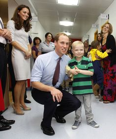 Kate Middleton Photos Photos - Prince William, Duke of Cambridge meets patient Ellis Andrews, during a visit with Catherine, Duchess of Cambridge to open the new Oak Centre for Children and Young People at The Royal Marsden Hospital on September 29, 2011 in London, England. - Kate Middleton Visits The Royal Marsden Hospital
