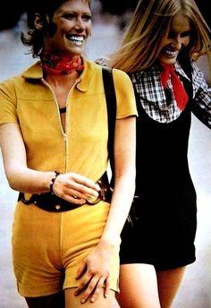 Hotpants girls Susan Schoenberg and Gunilla Lindblad, ELLE France 1971 Seventies Fashion, 70s Fashion, Fashion History, Fashion Beauty, Vintage Fashion, Tartan Fashion, Retro Mode, Mode Vintage, Evolution Of Fashion