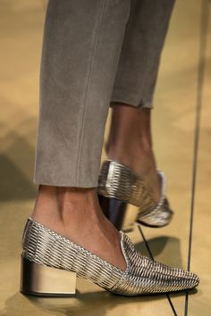 Trussardi 1911 at Milan Fashion Week Spring 2017 - Details Runway Photos Pretty Shoes, Beautiful Shoes, Shoe Boots, Shoes Sandals, Ankle Boots, Mocassins, All About Shoes, Designer Shoes, Fashion Shoes