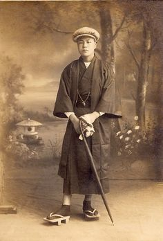 Young Japanese man - 1919 ~ Stylish mixture of traditional and Western apparel. Japanese Pics, Japanese Men, Japanese Culture, Vintage Japanese, Taisho Period, Taisho Era, Vintage Pictures, Old Pictures, Old Photos
