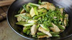 Wok er en strålende mulighet til å få i seg masse grønnsaker og ingrediensene kan du variere så mye du bare vil. Ved woking er varmen veldig viktig for å bevare saftigheten i ingrediensene. Og stek ikke for mye om gangen for da vil temperaturen i pannen synke og så vips er du over på koking.