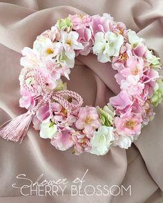 Birthday flowers arrangements shabby chic 62 ideas for 2019 Diy Spring Wreath, Diy Wreath, Door Wreaths, Corona Floral, Shabby Chic Wreath, Floral Chandelier, Flower Circle, Valentine Wreath, Flower Decorations