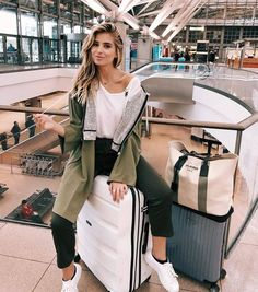 plane travel outfit - Fabulous Bling Women Outfits For Travel Airport Style 18 Look Fashion, Fashion Photo, Fashion Outfits, Fashion Ideas, Fashion Clothes, Latest Fashion, Fashion Women, Fashion Tips, New Travel