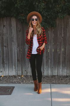 Red & Black Plaid Shirt + White Shirt + Black Jeans // The Daybook Red Plaid Shirt Outfit, Checked Shirt Outfit, Black Plaid Shirt, Red And Black Flannel, Flannel Outfits, Casual Outfits, Cute Outfits, Black Jeans Outfit Fall, Red Plaid Shirts