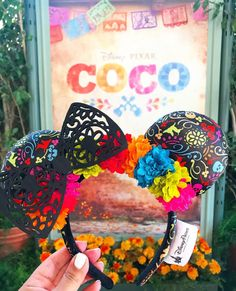 Nearly a year after the widely adored movie's release, Coco-inspired Minnie Mouse ears have finally arrived at Disney California Adventure. Disney Cute, Cute Disney Outfits, Diy Disney Ears, Disney Mickey Ears, Disney Diy, Disney Trips, Punk Disney, Disney Ears Headband, Disney Headbands