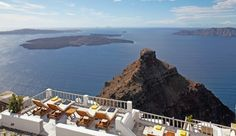 Iliovasilema Suites: The pool and relaxation area overlooks Imerovigli's famous Scaros rock formation.
