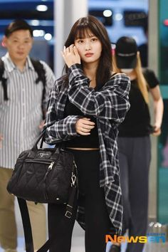 Twice-Momo 190620 Incheon Airport to Hawaii Kpop Outfits, Girl Outfits, Cute Outfits, Fashion Outfits, Korean Airport Fashion, Korean Fashion, Kpop Fashion, Girl Fashion, Style Fashion