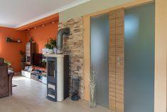 offener Wohnbereich im Einfamilienhaus der Familie Krippl von Hartl Haus Divider, Room, Furniture, Home Decor, Open Living Area, Detached House, Homes, Bedroom, Decoration Home