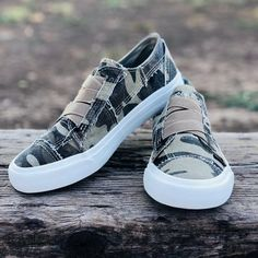Blowfish Marley Sneakers in Natural Camo – Southern Mess Boutique Fall Fashion Trends, Autumn Fashion, Camo Outfits, Work Outfits, Blowfish Shoes, Fashion Boutique, Southern Boutique Clothing, Camo Print, Shoes