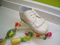 zapato charol porcelana copete flecos