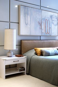 WHITE CONTEMPORARY NIGHTSTAND | The perfect choice for minimalist and lovely master bedroom interiors | http://masterbedroomideas.eu/ #interiordesign