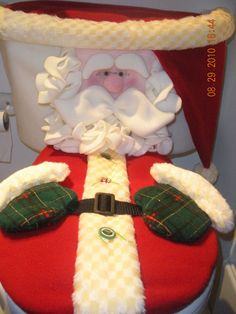 2 Santa Toilet tank cover and lid cover, Have to keep them not too puffy or the lid falling could be dangerous. No directions doe not look difficult. Christmas Chair, Felt Christmas Decorations, Christmas Sewing, Christmas Fabric, Primitive Christmas, Handmade Decorations, Christmas Projects, Handmade Christmas, Christmas Crafts