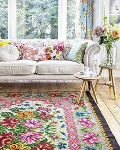 45 Awesome Color Palette Ideas For Beautiful Living Room 260 Home Living Room, Living Room Decor, Cottage Living, Living Area, Tapete Floral, Deco Boheme Chic, Decoration Bedroom, Beautiful Living Rooms, Home And Deco