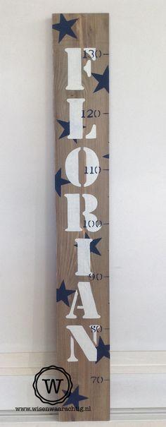 Nieuw ontwerp! Stoere groeimeter in dark grey wash met donkerblauwe sterren en naam! Persoonlijk #kraamkado.