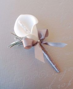 2pc set:Prom Party Wedding Wrist Corsage &Boutonniere.White Silver Calla lily Prom Flowers, Bridal Flowers, Silk Flowers, Corsage Wedding, Bridesmaid Bouquet, Wedding Bouquets, Calla Lily Boutonniere, Groomsmen Boutonniere, Prom Party