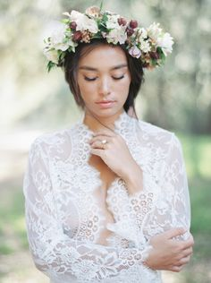 Bridal braid inspiration with a floral crown | Wedding Sparrow | Luna de Mare Photography