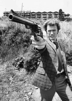 Clint Eastwood as Dirty Harry Clint Eastwood, Iconic Movies, Classic Movies, Great Movies, Peliculas Western, Foto Portrait, Cinema Tv, Jolie Photo, Poses