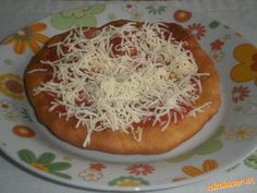 Domáce langoše Czech Recipes, Russian Recipes, Ethnic Recipes, Pizza, Toast, Food And Drink, Bread, Dinner, Baking
