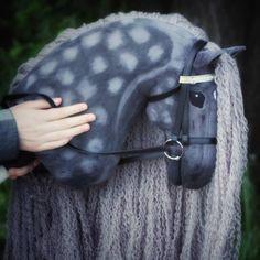 Hobbyhorse by Eponi. Anne Laure, Stick Horses, Diy Accessoires, Horse Crafts, Hobby Horse, Horse Stables, Breyer Horses, Horse Photos, Horse Art