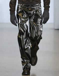 Metallics: A/W young men's catwalk trend flash Young Man, Winter Collection, Catwalk, Leather Pants, Metallic, Menswear, Space, Fashion, Leather Jogger Pants