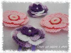 Fermagli per capelli con fiori ad uncinetto. #creareconpassioneeamore #crochet #hair #handmade #lemaddine