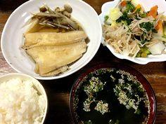 カレイが国産ではないけれど、1切れ98円の半額でした - 4件のもぐもぐ - カレイの煮付け☆温野菜☆わかめスープ by mioaochan